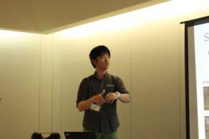 身振り手振りを取り入れて質疑に答えるのが印象的な山田くんの発表