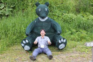 登り終えると大きなクマさんがお出迎え