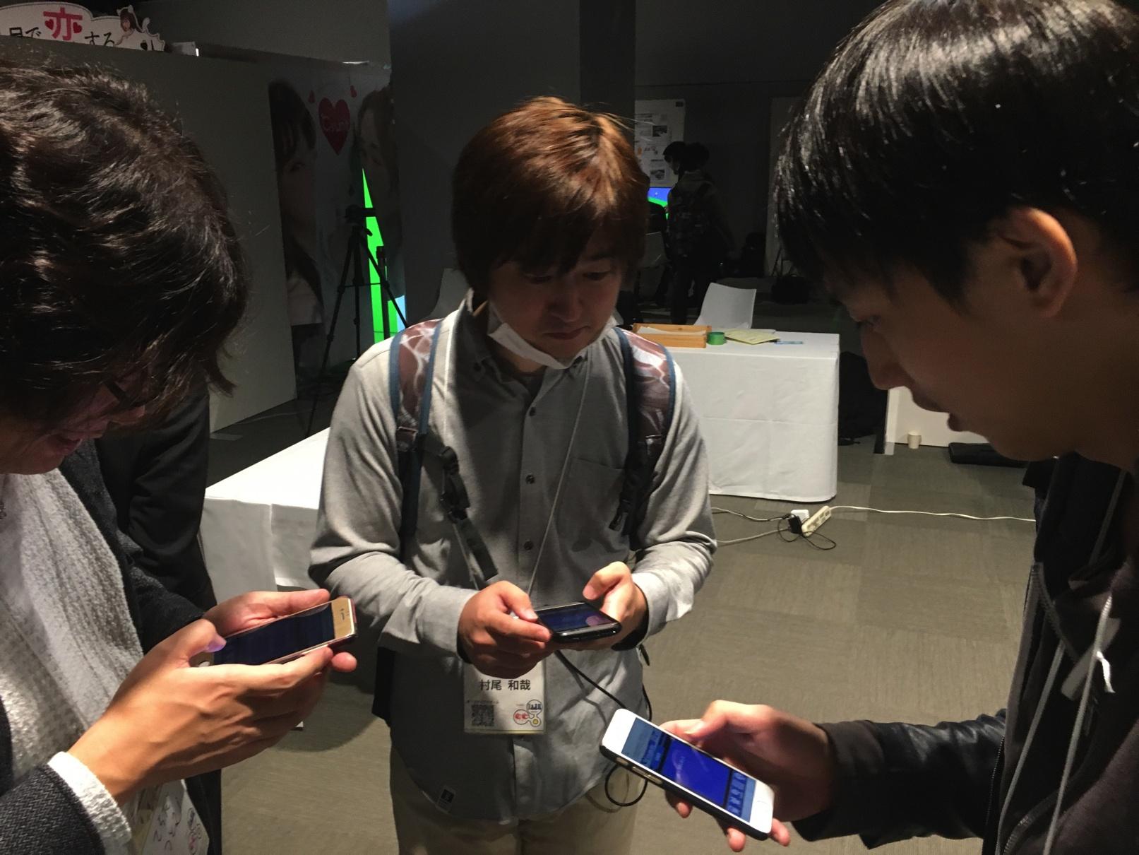 1日目終了後もゲームに夢中の先生方と土田さん