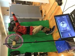 VRゲームを体験する私1