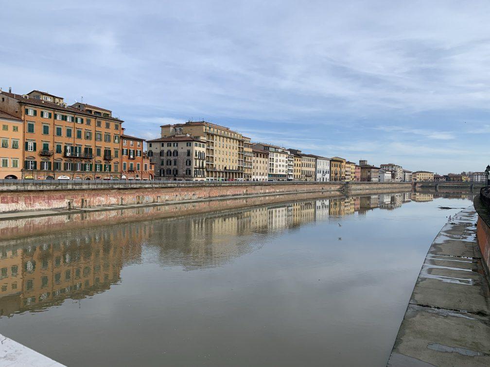 こっちはアルノ川にかかるメッツォ橋からの風景