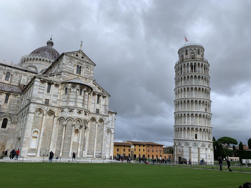 斜塔と大聖堂