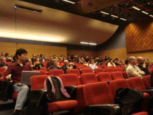 会場は200人位集まってました。