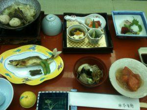 毎日豪華だった夕食(岐阜の名物「朴葉味噌」も堪能できました。)